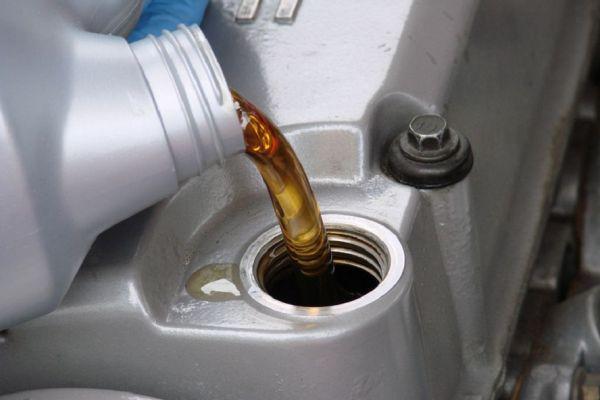 Классификация моторного масла по исходному сырью и вязкости