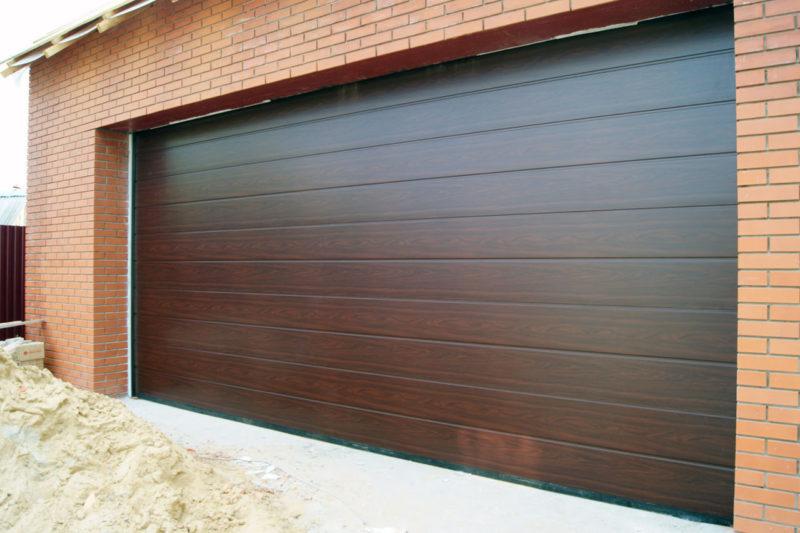 Секционные ворота для гаража дома — выгодное решение